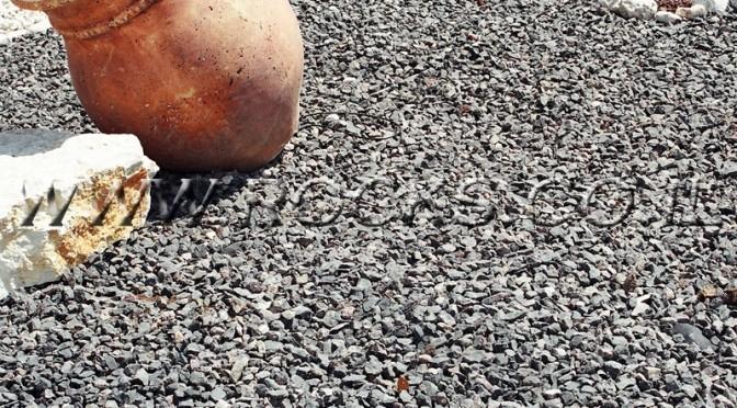 חיפוי קרקע באמצעות חלוקי נחל